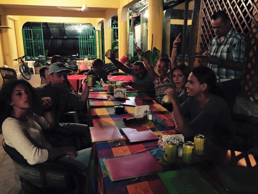 sõpradega väljas söömas