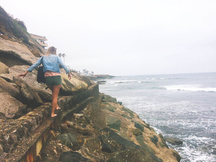naine rannas