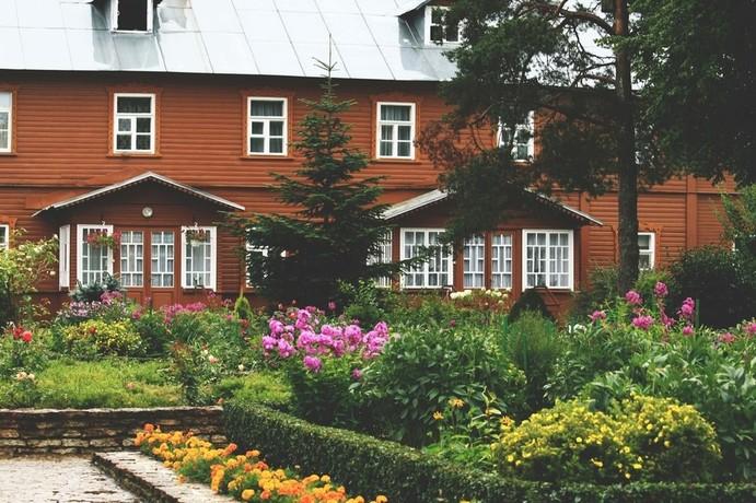 kuremäe kloostrihoov