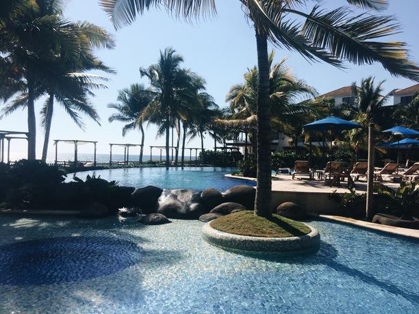 basseinid ja palmid