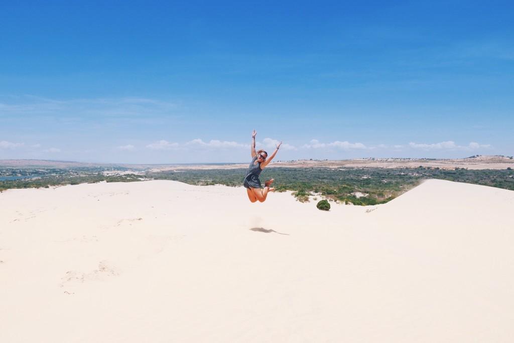 naine hüppab