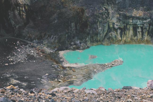 vulkaani kraatri sinine vesi