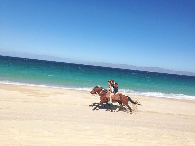 rannas ratsutamine hobustega