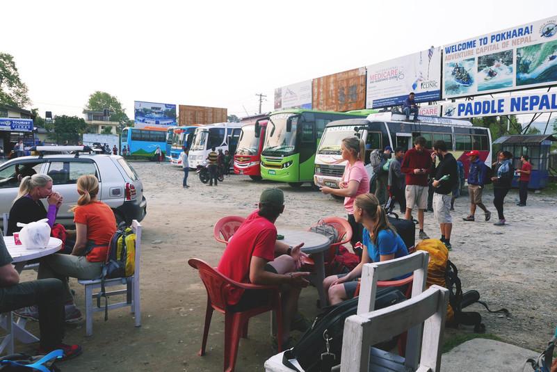 rahvas bussijaamas